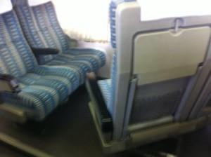 Sitzbank im Zug drehen