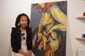 Tina Graf mit einem ihrer Aktfotos. (c) Harald Saller