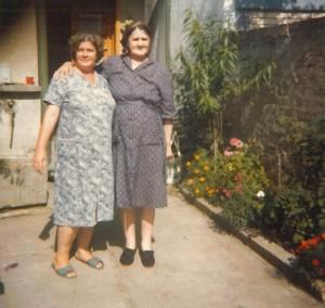 muslimische Großmutter mit serbisch-orthodoxer Oma[1]