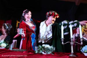 Angelika Bamer-Ebner als Buhlschaft und Regisseurin mit Peter Christian Ebner als Jedermann