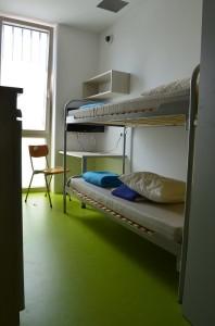 So sieht ein Zimmer in der Justizanstalt Puch aus.