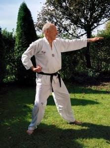 Mindestens 45 Minuten lang macht Guy Eschig jeden Tag Taekwondo-Übungen. (c) Harald Saller