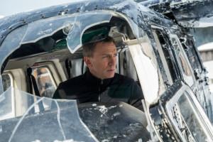 Abenteuer in den österreichischen Alpen. Bond überlebt es. Das Flugzeug nicht.