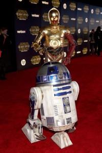 R2-D2 und C-3PO durften bei der Premiere in LA auf dem Roten Teppich nicht fehlen. (Photo by Jesse Grant/Getty Images for Disney)