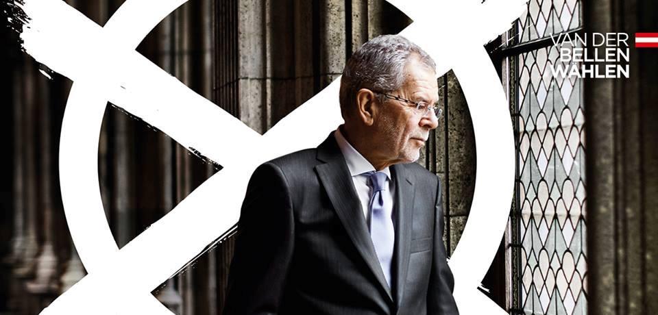 Ван дер Белен е новият президент на Австрия. Той е получил австрийско гражданство през 1958 година, когато е бил на 14 годишна възраст.