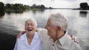 Ingeborg Modell, 82, und Helmut Faust, 74 (Senioren-Wohnpark Erkner) sind mehr als nur gute Freunde. Die beiden unternehmen viele Spaziergänge und wissen immer, wo der andere ist. Durch die gemeinsame Zeit hat sich eine Art Seelenverwandtschaft entwickelt.