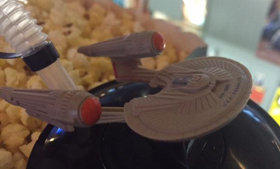 Wir freuten uns über die Popcorn-Cola-Combo mit Enterprise-Modell