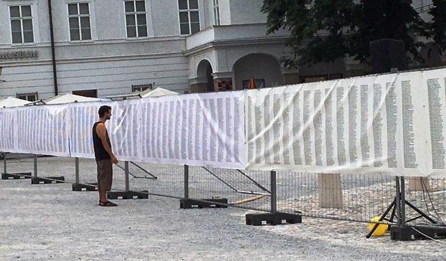 Gedenken am Residenzplatz an Srebrenica