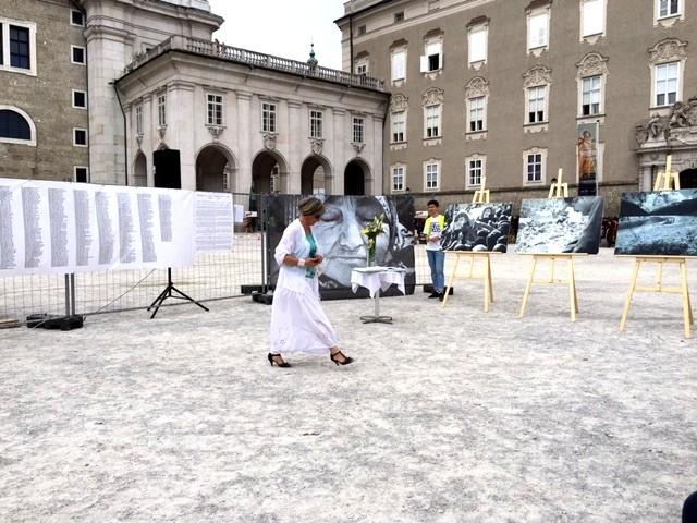 Alle 8372 Namen der Opfer von Srebrenica sind am Residenzplatz zu lesen.