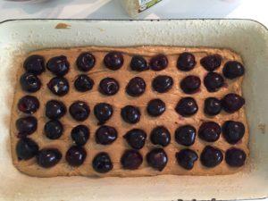 Schaut doch schon ganz gut aus. Der Rührteig erhält durch den Zucker eine schöne dunkle Farbe – fast wie Kakaoteig