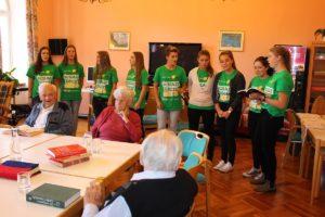 Die Schülerinnen vom BAKIP Salzburg präsentieren ihre Lieder