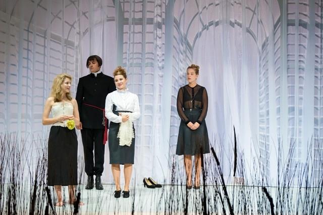 Don Carlos – Julienne Pfeil, Hanno Waldner, Janina Raspe und Nikola Rudle © Anna-Maria Löffelberger