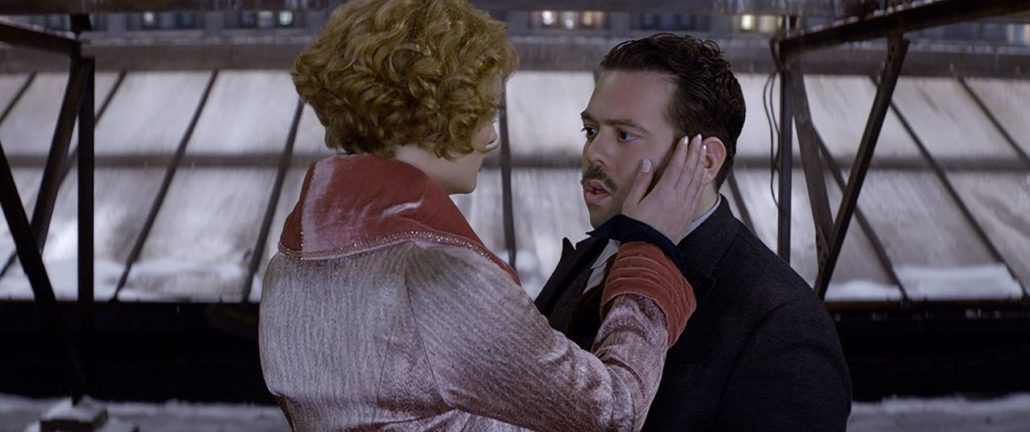 Zauberhaft: ALISON SUDOL as Queenie und DAN FOGLER as Jacob (Courtesy of Warner Bros. Pictures; © 2016 WARNER BROS ENTERTAINMENT INC. ALL RIGHTS RESERVED)